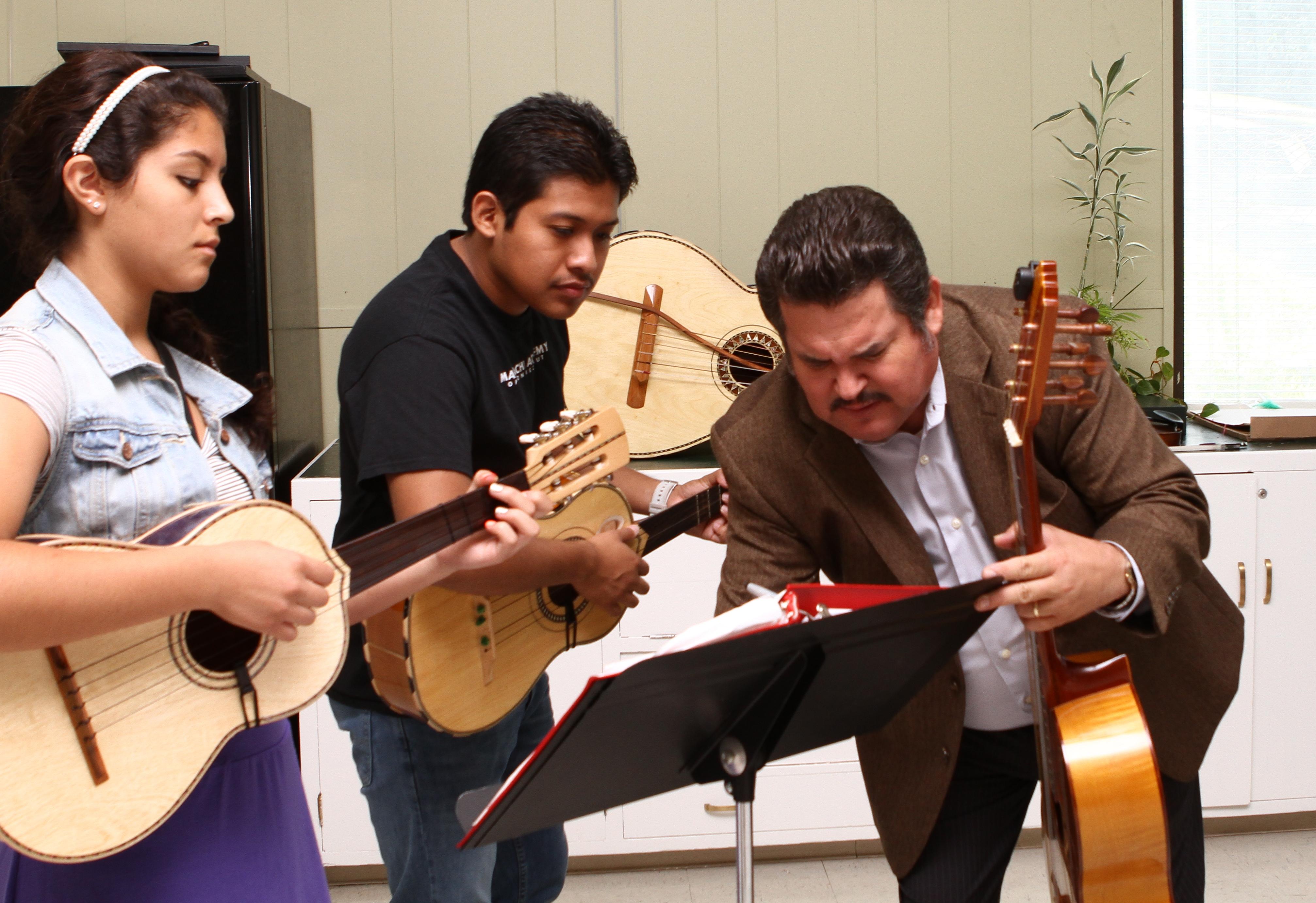 Yvett Lopez, Eliel Martinez, Chuy